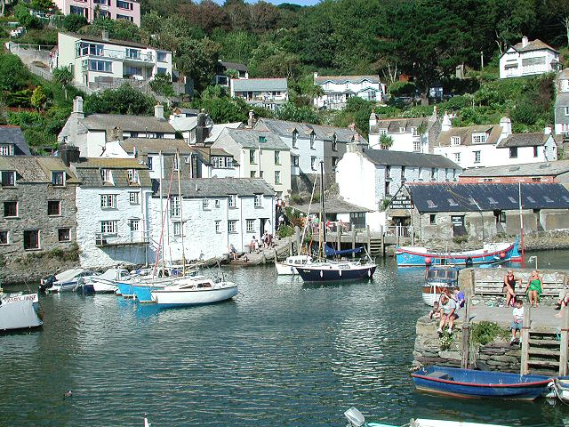 August Bank Holiday Monday andwarm sunshine but Polperro village was ...: www.cornwallcam.co.uk/archive/polperro250803-9.htm